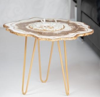 Stół z żywicy – aksamitne złoto
