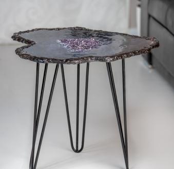 Stół z żywicy – ametystowy onyks